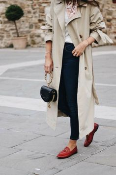 Trench Coat Outfit For Spring - Gucci Jordaan Loafer - Ideas of Gucci Jordaan Loafer - Trench Coat Outfit Red Loafers, Loafers Outfit, Gucci Loafers, Loafers For Women Outfit, Fashion Mode, Look Fashion, Winter Fashion, Fashion Outfits, Fashion Trends