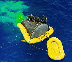Gemini 4 recover operations - S65-33491 - Underwater Demolition Team - Wikipedia Project Gemini, Space Program, Underwater, The Past, Military, Outdoor Decor, Recovery, Wisdom, Cars
