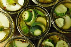 Garlic Dill Pickle Recipe from Food in Jars. Directions for both refrigerator pickles and canning them. Now I can make super thick, crunchy pickles - just like I like! Garlic Dill Pickles, Pickled Garlic, Zucchini Pickles, Sweet Garlic Dill Pickle Recipe, Spicy Pickles, Dill Weed, Tapas, How To Make Pickles, Homemade Pickles