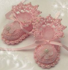 Would love to give these to someone for their baby girl. Just sweet and delicate and beautiful                                         (2) Tumblr