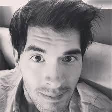 Hola , este es Germán garmedia para los que no lo conocen , el es el dueño de mimi , es un youtuber chileno