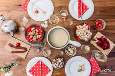 What comes to mind when you think of typical Swiss foods? I ate my way through Switzerland, and here are 21 typical Swiss foods that impressed me. Swiss Days, Swiss Fondue, Swiss Recipes, Swiss Chalet, Best Places To Eat, International Recipes, Switzerland, Cravings, Delish