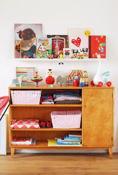 wouldn't this be an adorable corner of a kid's room?