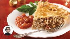 We feasted with this tourtière rural version recipe from Christian Bégin Tourtiere Recipe Quebec, Chef Recipes, Cooking Recipes, Bunny Bread, Confort Food, Canadian Food, Canadian Recipes, Savory Tart, Balls Recipe