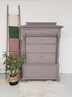 www.no Dresser, Furniture, Home Decor, Lattices, Powder Room, Decoration Home, Room Decor, Home Furniture, Interior Design