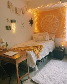 39 Cute Dorm Rooms We're Obsessing Over Right Now - By Sophia Lee - this dorm room decor just makes me happy! Informations About 39 Cute Dorm Rooms We're Obsessing O - Cute Bedroom Ideas, Cute Room Decor, Room Ideas Bedroom, Girls Bedroom, Yellow Room Decor, Yellow Rooms, Doorm Room Ideas, Yellow Bedroom Paint, Girl Room
