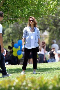 Pregnant Jessica Alba Has Many Strategies For Hiding Her Baby Bump (Photos)
