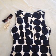 Banana Republic Summer Sheath Dress Blue and white Banana Republic sheath dress perfect for this spring and summer. Very comfortable and lightweight. Hardly worn and in excellent condition. Banana Republic Dresses Midi