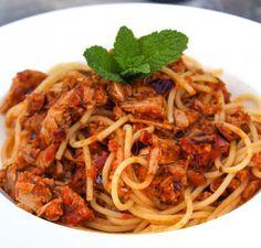 Pasta met tonijn Sausage Pasta, Pasta Noodles, Penne, Broccoli, Seafood, Food And Drink, Healthy Recipes, Healthy Food, Eat