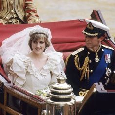 A look back at the relationships between Prince Charles, Princess Diana and Camilla, Duchess of Cornwall Princess Diana Wedding Dress, Princess Diana And Dodi, Princess Diana Death, Princess Of Wales, The Bachelorette, Prinz Charles, Prinz William, Foto Kim Kardashian, Camilla