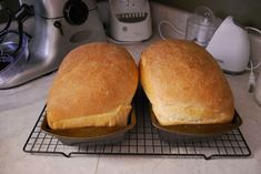 Kitchen Aid Bread This is THE BEST bread recipe I have found for my stand mixer. And your house will smell fabulous! Kitchen Aid Recipes, Kitchen Aid Mixer, Cooking Recipes, Kitchen Aide, Amish White Bread, Amish Bread, Fried Onion Burger Recipe, Brunch Recipes, Breakfast Recipes
