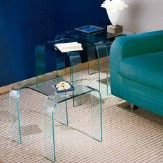 Stapelbarer Beistelltisch aus 10mm Klarglas oder lackiert erhältlich.  Farben:  Weiß, Schwarz, Rot, Blau, Grün, Gelb, Grau und Braun.  Größen  44x50x42h Glass Furniture, Design, Home Decor, Blue Green, Yellow, Table, Colors, Decoration Home