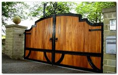 50+ Classic Wooden Gates Will Make Your Home Look Great