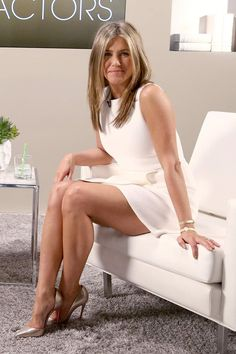 Jennifer Aniston Style, Jennifer Aniston Fotos, Jennifer Aniston Pictures, Jennifer Lawrence Legs, Jennifer Lopez Legs, Beautiful Legs, Most Beautiful Women, Jeniffer Aniston, Beauté Blonde