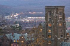 photo pictures,Cornell University,Ithaca new York,Mcfaddin Hall Cornell,Libe slope,University,November,Pictures 2005,Cornel University,Valley, foto image photographs photos travelogue