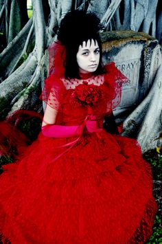 Lydia in her red wedding dress (12 Beetlejuice Cosplays - Click for ...