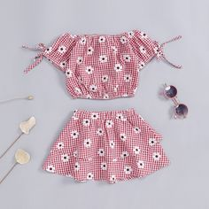 2019 Baby girl clothes summer set flower plaid bow sleeve top + pleated skirt for Kids Dress Wear, Little Girl Outfits, Kids Outfits Girls, Cute Outfits For Kids, Toddler Girl Dresses, Baby Girl Fashion, Kids Fashion, Kids Blouse Designs, Baby Frocks Designs