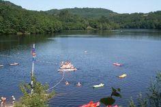 Verscholen in de loofbossen, midden in het meren- en rivierengebied van de Haute Vienne, ligt direct aan een groot meer de kleinschalige camping Lous Suais. Het terrein bestaat afwisselend uit terrassen en vlakke bosweiden, met vaak een mooi uitzicht over het meer...