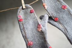 Grey felted mittens women gloves with flowers dusty pink roses organic grey merino wool embroidered arm warmers - ready to ship