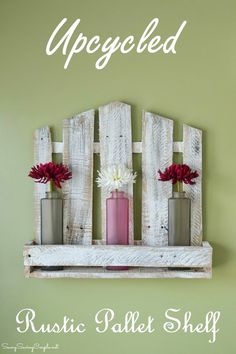 Pallet Shelves Projects DIY Pallet Shelf - Looking for dremel projects? If you want a woodworking project for the weekend, this roundup will give you a lot to work on. Pallet Crafts, Diy Pallet Projects, Wood Crafts, Diy And Crafts, Pallet Ideas, Wood Projects That Sell, Diy Simple, Easy Diy, Handmade Home Decor