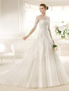 Appliques Jewel Neck Half Sleeved A-line Long Tulle Lace Wedding Dress