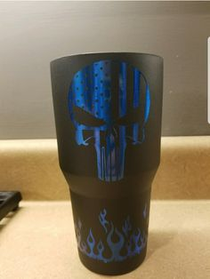Guiding awesome metal projects visit here Diy Tumblers, Custom Tumblers, Glitter Tumblers, Glitter Cups, Glitter Paint, Cup Crafts, Yeti Cup, Cute Cups, Tumbler Designs