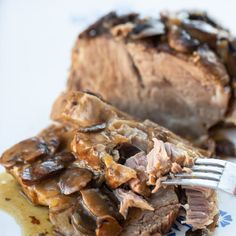 How to Cook a Boneless Pork Loin Roast! This Rosemary Garlic pork loin roast is easy, foolproof and seriously delicious! Boneless Pork Loin Recipes, Pork Roast In Oven, Boneless Ribs, Pork Roast Recipes, Slow Cooker Recipes, Cooking Recipes, Cooking Tips, Healthy Recipes, Roast Gravy