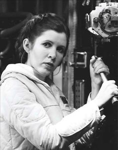 Carrie Fisher - Princess Leia - Star Wars - The Empire Strikes Back Star Wars Cast, Leia Star Wars, Star Wars Princess Leia, Star Trek, Carrie Frances Fisher, Por Tras Das Cameras, Han And Leia, Star Wars Pictures, The Empire Strikes Back