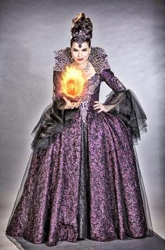 """Lana Parrilla~The """"Evil Queen"""" in her costume for tonight's Season Finale of """"Once Upon A Time"""". Once Upon A Time, Regina Ouat, Evil Queens, Swan Queen, Regina Mills, Outlaw Queen, Look At You, Costume Design, Cosplay"""