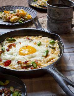 <b>Polenta who?</b>                                                                                                                                                                                 More Grits Breakfast, Breakfast Dishes, Breakfast Recipes, Breakfast Ideas, Savory Breakfast, Breakfast Time, Brunch Recipes, Polenta, Grits And Eggs