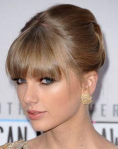 Coiffure de star : Taylor Swift avec frange - Le Journal des Femmes