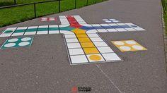 W projekcie dla szkoły podstawowej przewidziano pomysłowe wypełnienie grami asfaltowymi – alejki którą dzieci codziennie idą do szkoły. Ciekawe rozwiązanie i wypełnienie grami chodnikowymi wcześniej niewykorzystanej drogi do szkoły pomoże w zabawie podczas przerw i zajęć z w-fu na świeżym powietrzu. Pani Dyrektor wybrała ciekawe gry które wypełnią asfaltową przestrzeń wokół placówki oświatowej. Kreatywna StrefaWięcej oAlejka gier przy szkole[…]