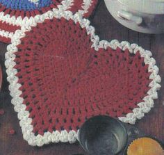 Free Crochet Pattern - Heart Shaped Hot Pad Very pretty. Now if I just knew how to crochet :-/ Holiday Crochet, Crochet Home, Crochet Crafts, Crochet Projects, Free Crochet, Crochet Kitchen, Crochet Owls, Diy Crafts, Crochet Motifs