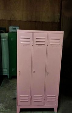 locker in baby pink Tall Cabinet Storage, Locker Storage, Vintage Lockers, Diy Bett, Teenage Room, Daughters Room, Little Girl Rooms, Kidsroom, Interiores Design