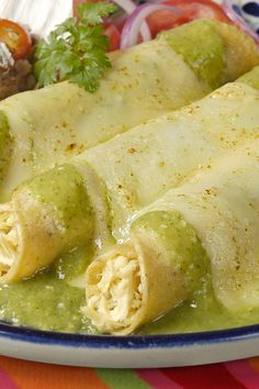 Weight Watchers Chicken Enchiladas Recipe - This sounds really good! Cut down on the fat by heating tortillas with non-stick cooking spray instead of oil. Skinny Recipes, Ww Recipes, Mexican Food Recipes, Chicken Recipes, Cooking Recipes, Healthy Recipes, Recipe Chicken, Healthy Fit, Mexican Dishes