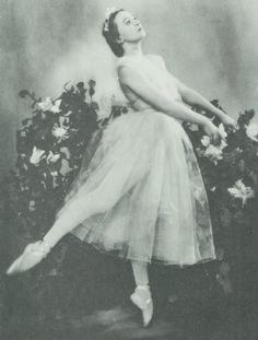 http://www.ballerinagallery.com/pic/ulanov05.jpg Galina Ulanova