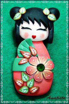 Muñeca de estilo oriental modelada totalmente en arcilla polimérica.Diseño original de El Rincón de Amatista.