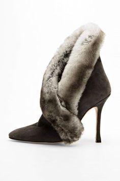Elegant! Bet the fur feels amazing against smooth skin.....