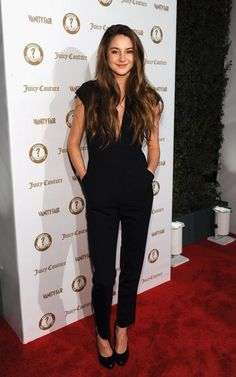 "Who doesn't love the Juicy Couture Bird? Shailene Woodley rocks the jumpsuit at last night's Gray Greene Fair Agenda event with J. to celebrate 20 years of ""Vanities"" Shailene Woodley, Juicy Couture, Mode Style, Style Me, Look Formal, Look Fashion, Womens Fashion, Komplette Outfits, Looks Cool"