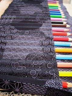 pochette crayon Coin Couture, Baby Couture, Couture Sewing, Diy Crayons, Creation Couture, Coloring For Kids, Baby Sewing, Sewing Hacks, Sewing Patterns