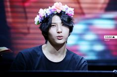 How can you NOT pin a flower crown Leo?!