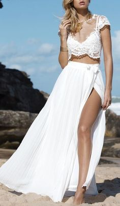 In love with this elegant maxi skirt ! Perfect for beach day out ❤️️