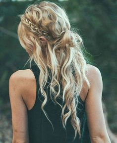 Messy Braids and Waves - perfect festival hair! My Hairstyle, Messy Hairstyles, Pretty Hairstyles, Bohemian Hairstyles, Hairstyle Ideas, Bohemian Braids, Summer Hairstyles, Boho Hairstyles For Long Hair, Hippie Braids
