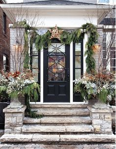 Having outdoor Christmas decorations is a fun way to decortate for the holiday season. Check out these front door christmas decorations to get fun ideas! Christmas Front Doors, Christmas Porch, Christmas Holidays, Christmas Garden, Christmas Planters, Elegant Christmas, Christmas Wreaths, Beautiful Christmas, Christmas Entryway