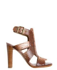 Boutique La Femme - www.lafemmecorreggio.com Sandalo stampa rettile. Cinturino. Tacco largo. Sottopiede in pelle. Suola in cuoio. Tacco 10 cm con battuta 8,5 cm. Articolo: SAFETY AYERS RUM SW