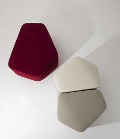 Poufs modelo Modo de La Cividina diseñado por Luca Botto acabado en tejido o piel. Mobiliario de diseño para oficinas, contract o hogar. (Espacio Aretha agente exclusivo para España).