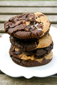 Bakergirl: Marbled Peanut Butter & Chocolate Snickers Cookies.