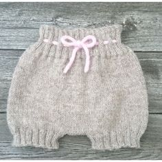 Ravelry: Baggy Baby pattern by By Amstrup Baby Hats Knitting, Knitting For Kids, Knitting Yarn, Crochet Baby, Knit Crochet, Baby Pants Pattern, Baby Overall, Baby Barn, Carters Baby Girl