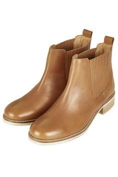 The Chelsea boot is a newer favorite of mine that seems to be everywhere this season. Like classic ankle boots, this shoe looks so chic with denim or a dress. Pretty Shoes, Cute Shoes, Me Too Shoes, Bootie Boots, Shoe Boots, Ankle Boots, Mode Style, Sock Shoes, Leather Boots