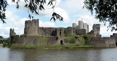 Theatr Genedlaethol Cymru will stage a new Welsh-language production of one of Shakespeare's greatest plays at Caerphilly castle